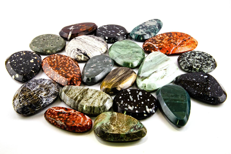 полудрагоценные камни крыма фото три пачки