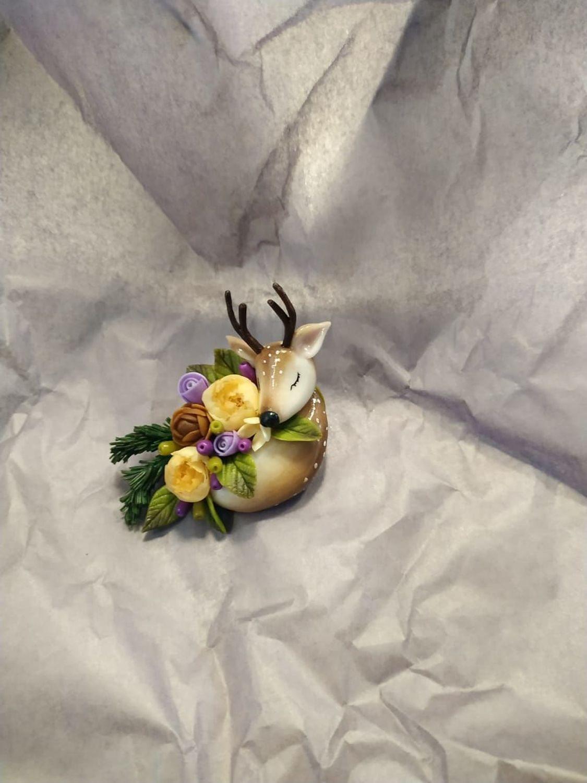 Photo №1 к отзыву покупателя Dlya dushi о товаре Подвеска-брошь олень и цветы из полимерной глины