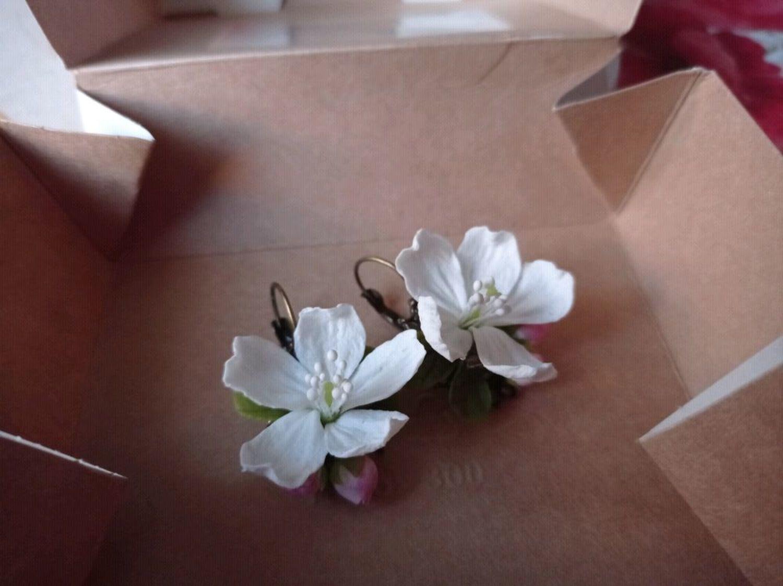 Photo №1 к отзыву покупателя Gomonova Nadezhda о товаре Серьги с цветами яблони