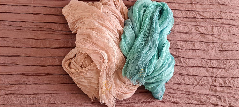Photo №4 к отзыву покупателя Irina о товаре Пыльная роза. Шелковый шарф палантин батик. Шёлк 100%