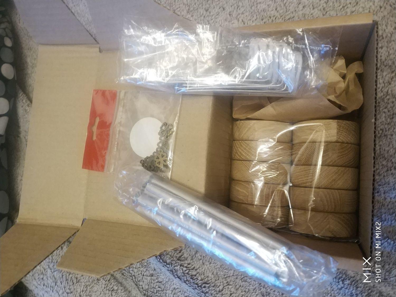 Фото №2 к отзыву покупателя Ольга о товаре Подставка для кукол (с креплением для куклы) дуб круглая деревянная