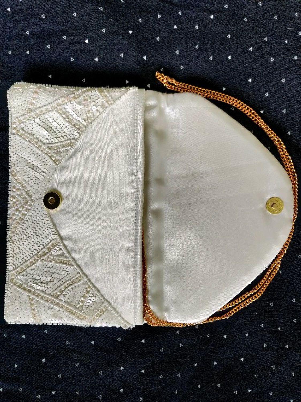 Фото №3 к отзыву покупателя Diana Shull о товаре Клатч украшенный бисером и пайеткамм со съемной ручкой-цепочкой