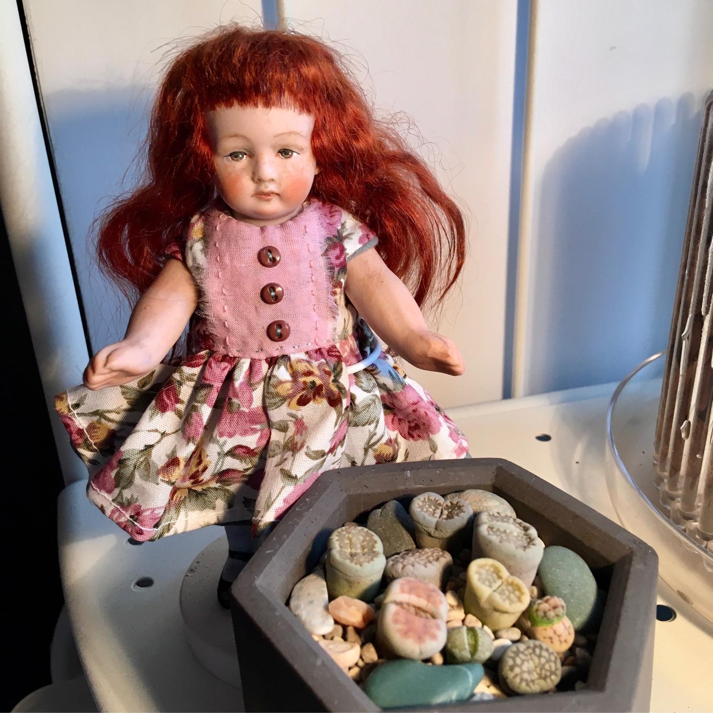 Фото №1 к отзыву покупателя Нина о товаре Антикварная фарфоровая куколка Преображение