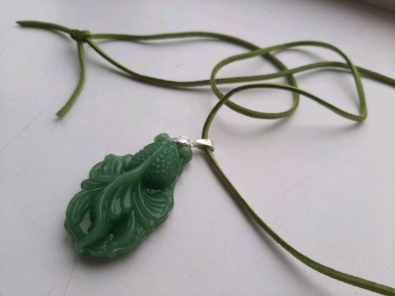 Photo №1 к отзыву покупателя Anastasiya о товаре Резной кулон Нефритовая  золотая Рыбка