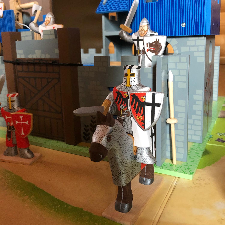 Фото №3 к отзыву покупателя Мария о товаре Военная миниатюра: Деревянный солдатик-рыцарь и еще 2 товара