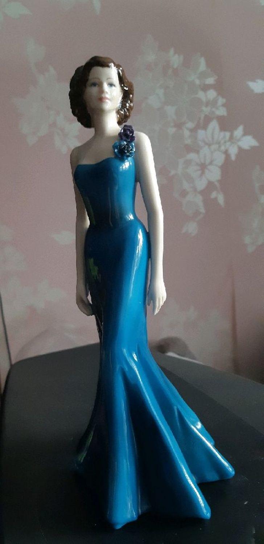 Фото №1 к отзыву покупателя Фиалка о товаре Винтаж: Фарфоровая статуэтка от Coalport, Sheer Elegance.