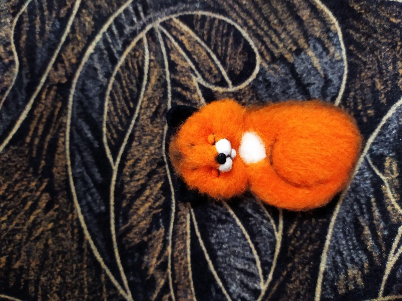 Фото №1 к отзыву покупателя Завгородняя о товаре Спящая лисичка брошь