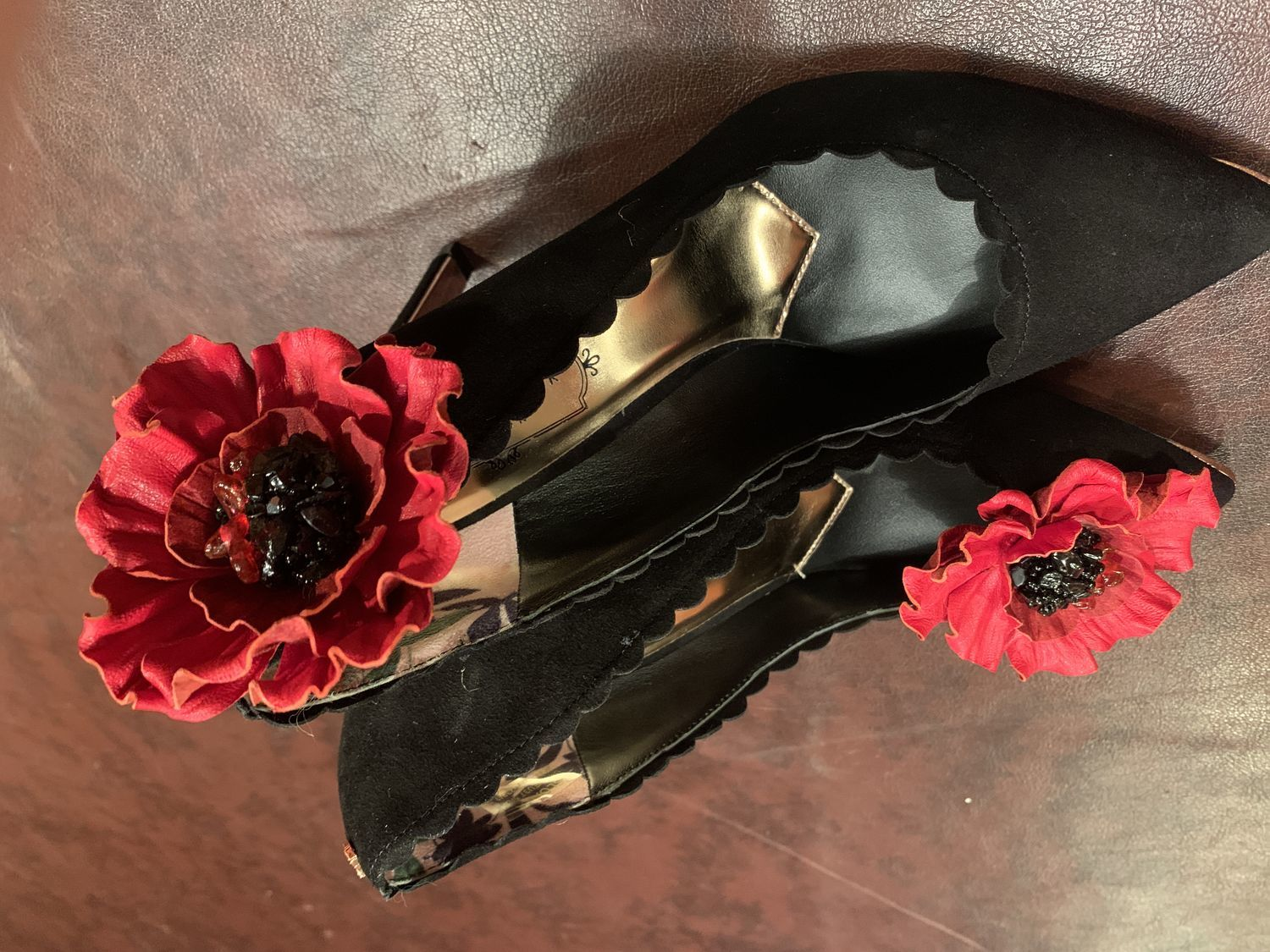 Photo №1 к отзыву покупателя Oksana Kasella о товаре Leather flowers. Decoration brooches for shoes RED CAMELLIA and 1 more item