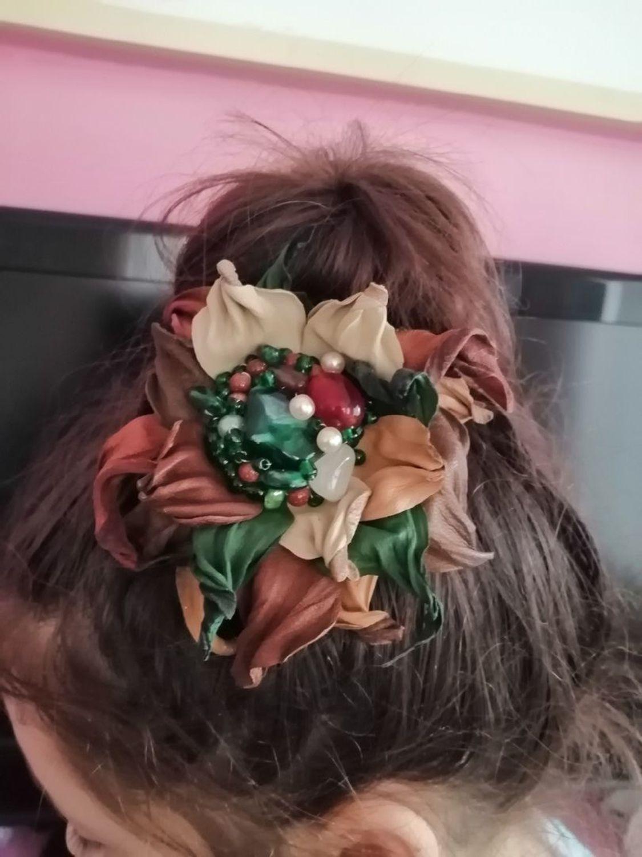 Photo №2 к отзыву покупателя Natalya о товаре Брошь из кожи в стиле бохо, украшение в прическу Малахитовая шкатулка