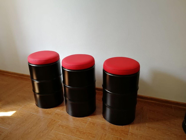 Фото №3 к отзыву покупателя Евгения Денисова о товаре Красно-черный набор мебели из бочек для бара, барбершопа