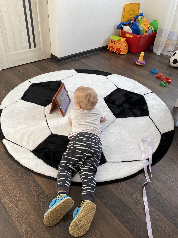 Фото №1 к отзыву покупателя Кузина Мария о товаре Детский коврик Футбольный мяч для малышей и детей