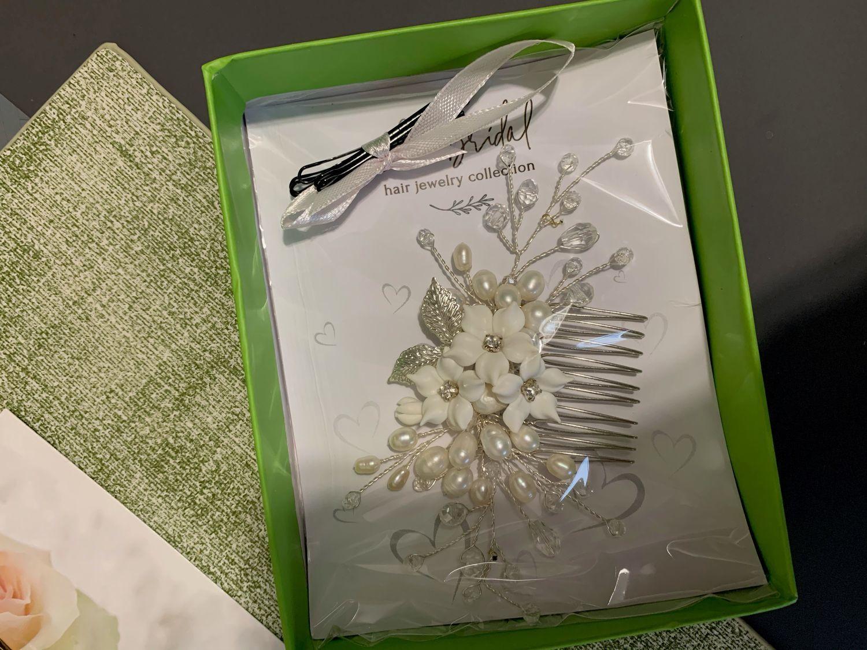 Фото №1 к отзыву покупателя Наталья о товаре Свадебный гребень с цветами, украшение в прическу невесты
