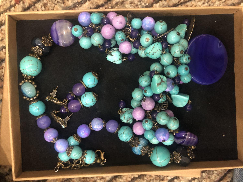 Photo №1 к отзыву покупателя Olga о товаре Комплект Сочный цвет. бирюза жадеит агат бусы серьги
