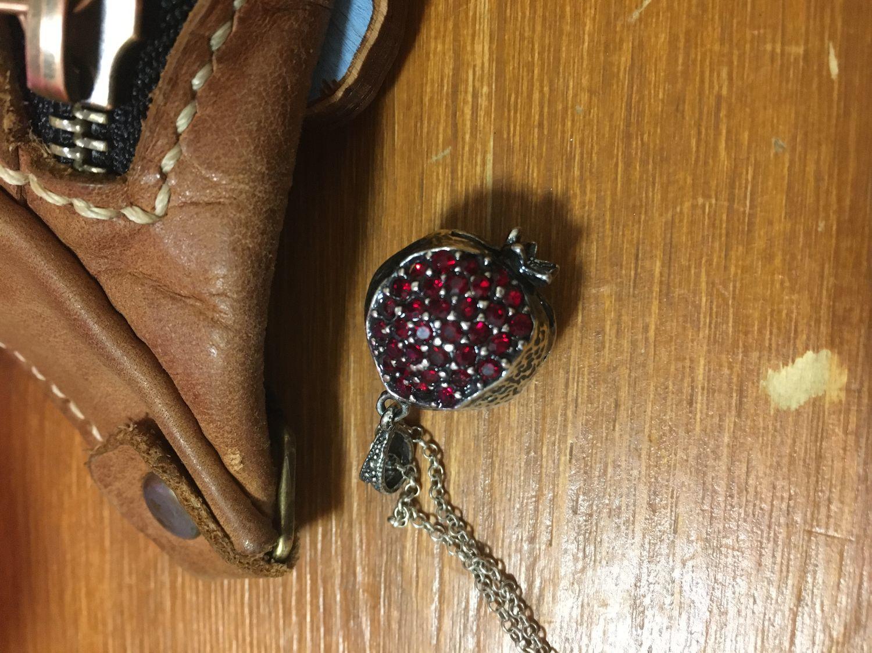 Photo №1 к отзыву покупателя Rumiya о товаре Кулон Гранат из серебра 925 пробы с цирконами