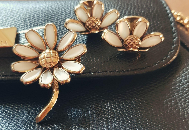 Фото №1 к отзыву покупателя Sasha о товаре Винтаж: Винтажный классический браслет клампер Trifari и еще 2 товара