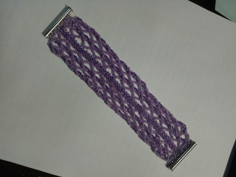 Photo №1 к отзыву покупателя Denis о товаре Широкий плетеный браслет из бисера сиреневого цвета