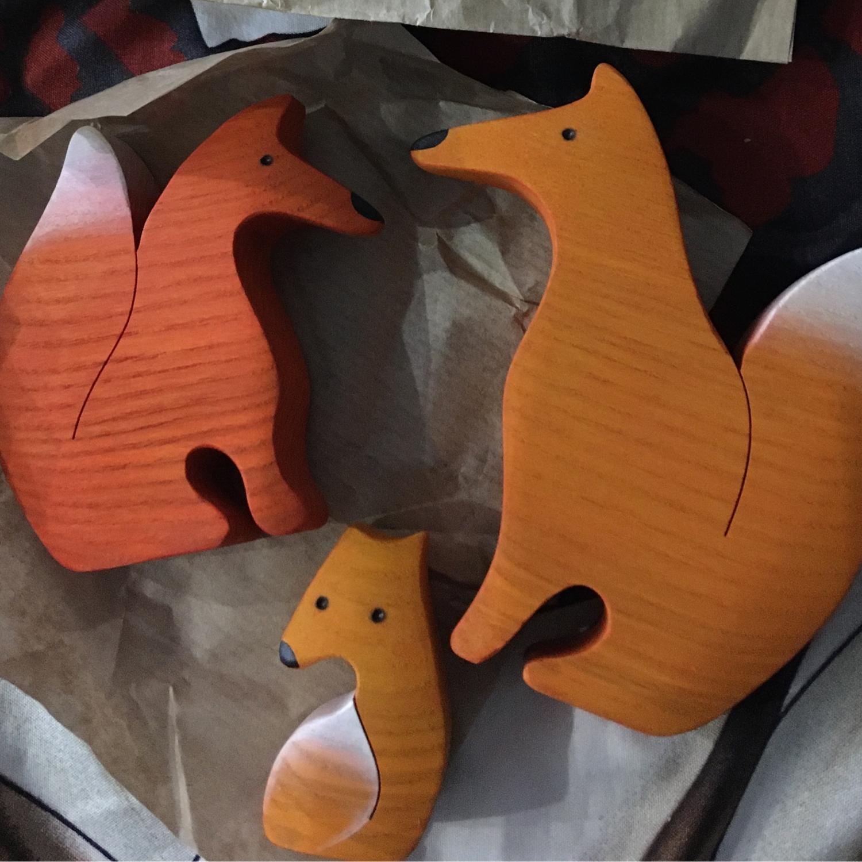 Фото №1 к отзыву покупателя Инга Биказова о товаре Лисички семейка-пазл окрашенные. Деревянная развивающая игрушка.