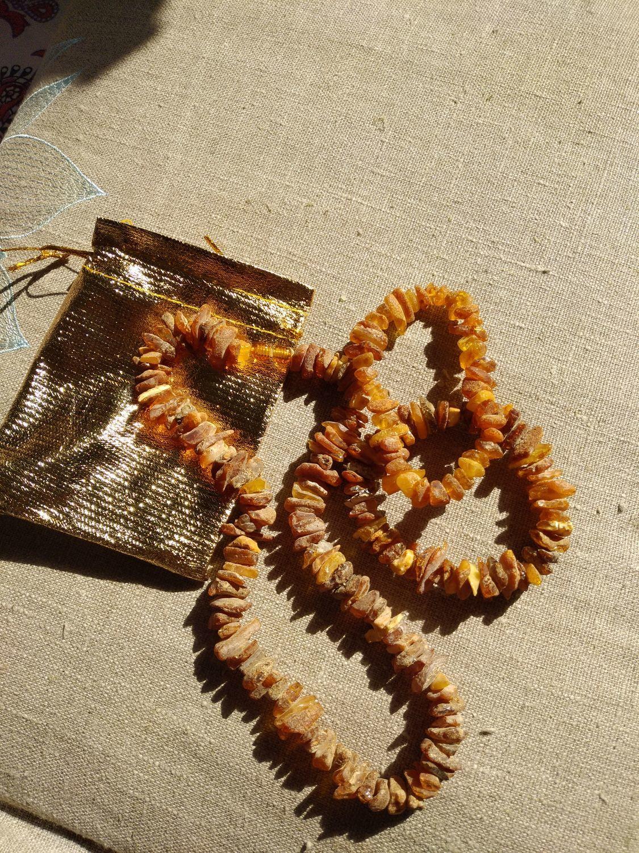 Photo №1 к отзыву покупателя Elena о товаре Браслет янтарный натуральные камни янтарь 2 браслета на резинке and 1 more item