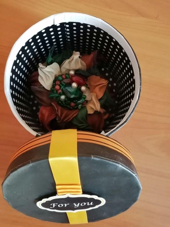 Photo №3 к отзыву покупателя Natalya о товаре Брошь из кожи в стиле бохо, украшение в прическу Малахитовая шкатулка