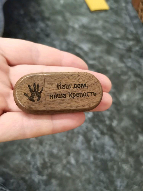 Photo №3 к отзыву покупателя Aleksandra о товаре Деревянная флешка с гравировкой в коробочке, подарок из дерева, usb