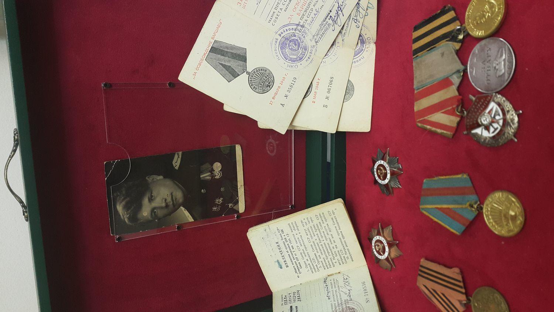 Фото №4 к отзыву покупателя Татьяна о товаре Медальница с 1 выдвижным ящиком