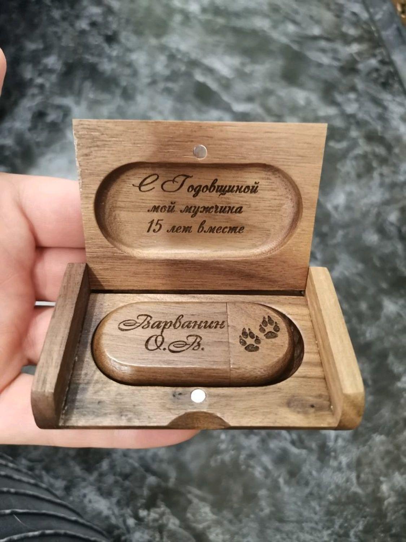 Photo №2 к отзыву покупателя Aleksandra о товаре Деревянная флешка с гравировкой в коробочке, подарок из дерева, usb