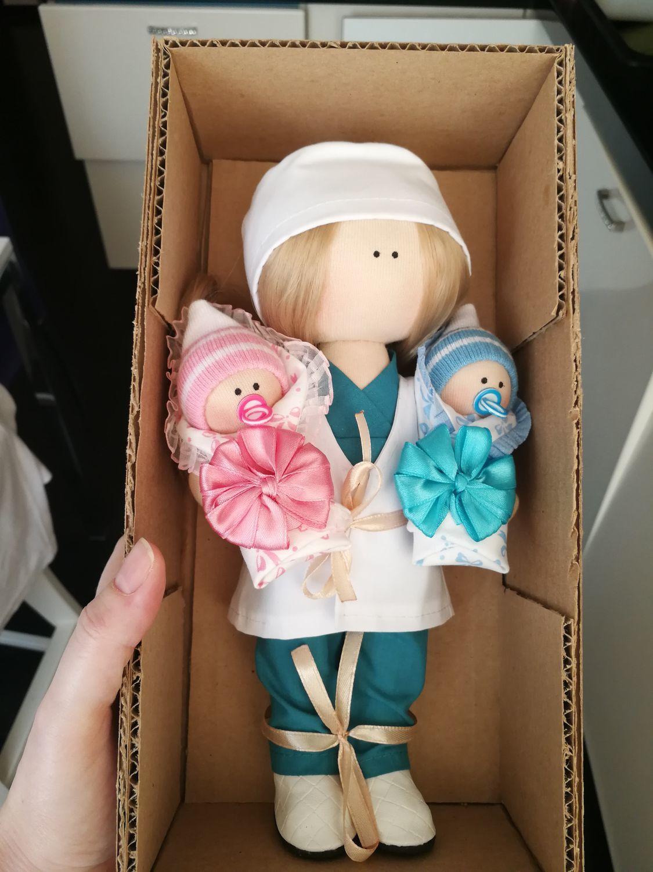 Фото №1 к отзыву покупателя embsalad о товаре Кукла интерьерная. Врач акушер с ребеночком девочкой