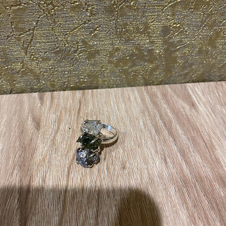 Фото №1 к отзыву покупателя Нелли о товаре 18,0  C алмазом Херкимера  МАГИЯ ХЕРКИМЕРА, МОЛДАВИТА, МЕТЕОРИТА.