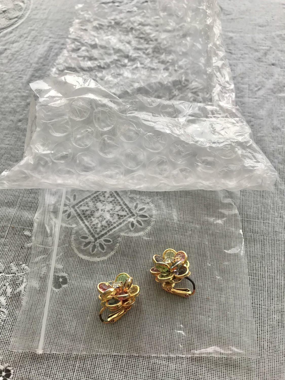 Photo №3 к отзыву покупателя Yuliya Solnechnaya о товаре Винтаж: Клипсы цветок безель.