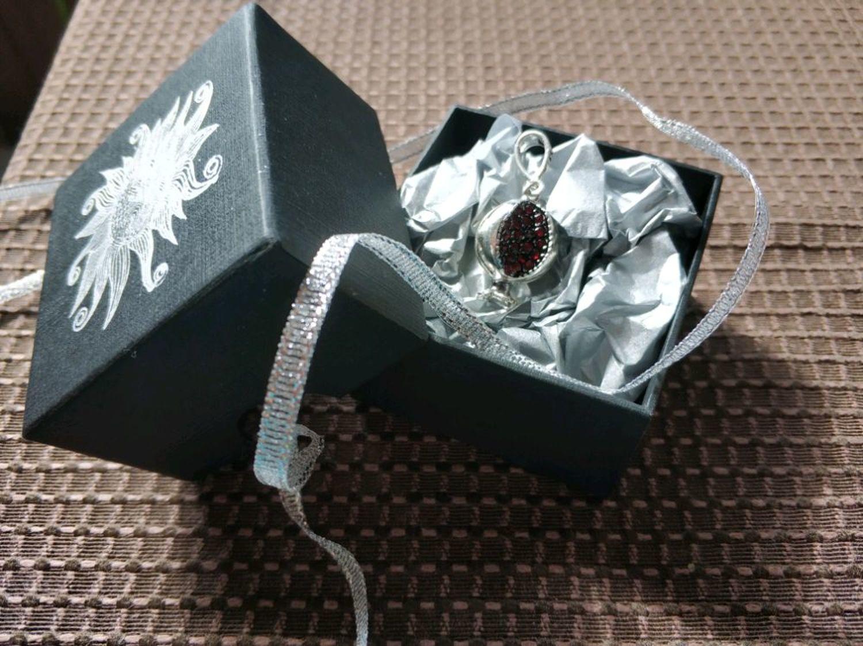 Photo №2 к отзыву покупателя Grishina Viktoriya о товаре Кулон Гранат из серебра 925 пробы с цирконами