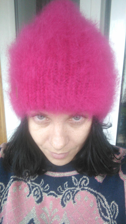 Фото №1 к отзыву покупателя Анна о товаре Пушистая розовая вязаная шапка бини из мохера Нежная фуксия