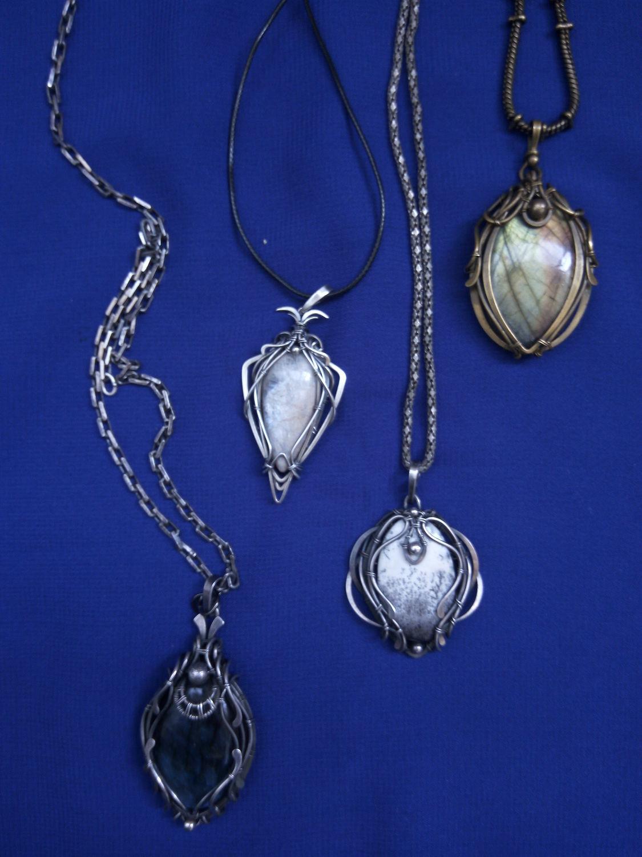 Фото №1 к отзыву покупателя Tatyana Grishkova о товаре Кулон: серебряный с лунным камнем Талисман