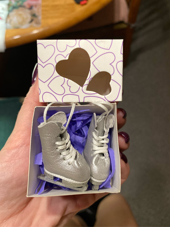 Photo №1 к отзыву покупателя Kseniya Kochanova о товаре Коньки для кукол Блайз Blythe, кукольные ботинки с коньками