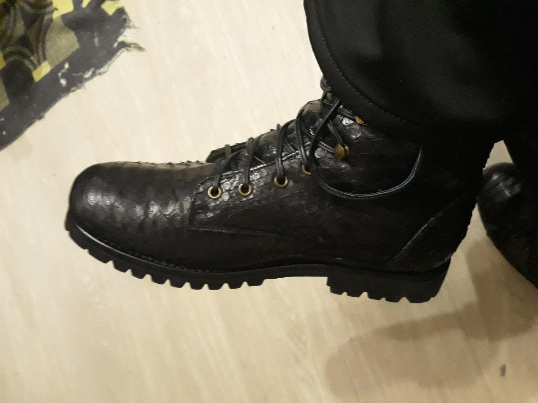Photo №1 к отзыву покупателя Sergej о товаре Ботинки из кожи питона APENNINE