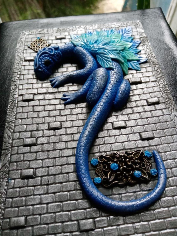 Photo №2 к отзыву покупателя Kosmos Nash о товаре Блокнот Синий Дракон ручной работы. Блокнот с нуля.