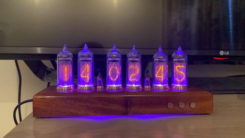 Photo №1 к отзыву покупателя Petr Bogachev о товаре Ламповые настольные часы «Mahogany Lux 6» (Махагон)