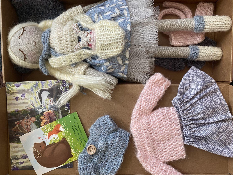 Фото №1 к отзыву покупателя Тата Сахарова о товаре Льняная кукла с набором одежды