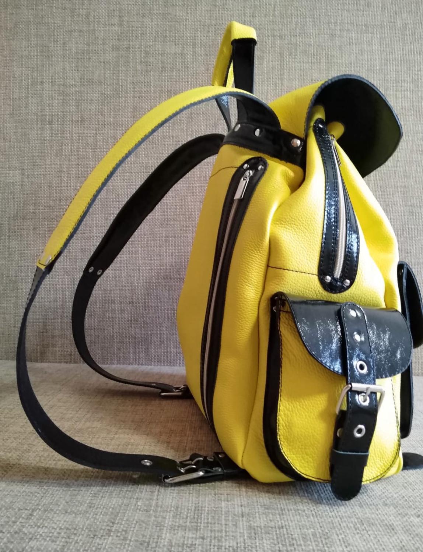 Photo №2 к отзыву покупателя Julietta о товаре Рюкзаки: Рюкзак кожаный молодежный КРАСНОЕ И ЧЕРНОЕ
