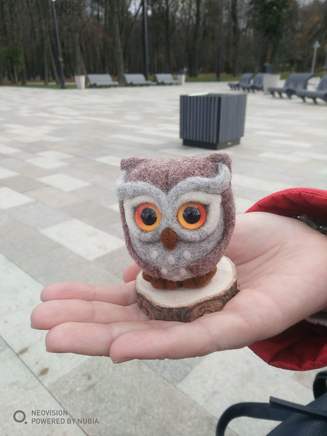 Фото №1 к отзыву покупателя Юлия о товаре Игрушка сова войлочная, сухое валяние