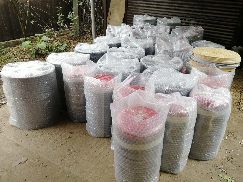 Фото №5 к отзыву покупателя Евгения Денисова о товаре Красно-черный набор мебели из бочек для бара, барбершопа