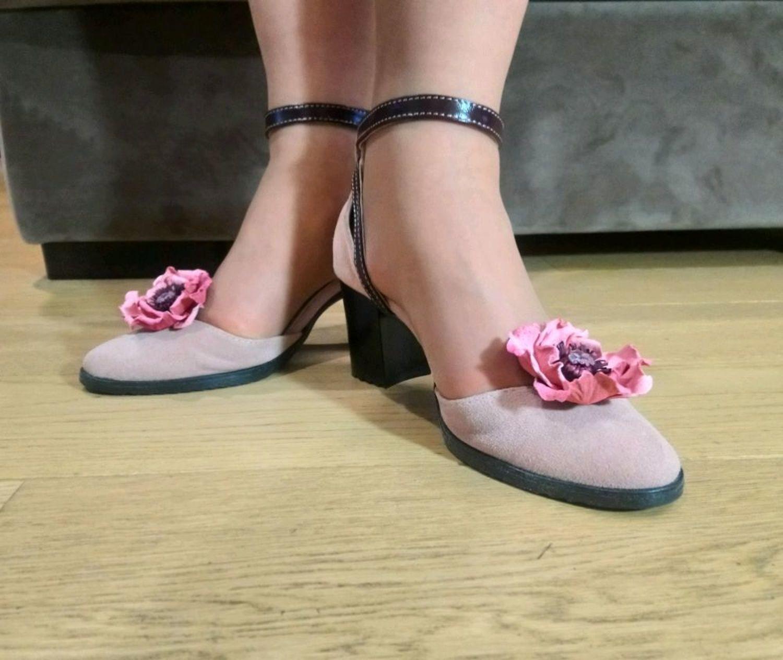 Фото №1 к отзыву покупателя Анна Шутова о товаре Клипсы для туфель Розовые маки броши цветы из кожи