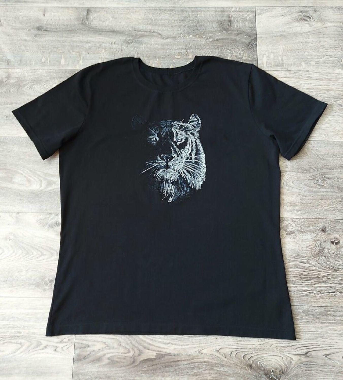 Photo №1 к отзыву покупателя OstrovOK rukodeliya о товаре В ночи... (тигр). Дизайн для машинной вышивки and 1 more item