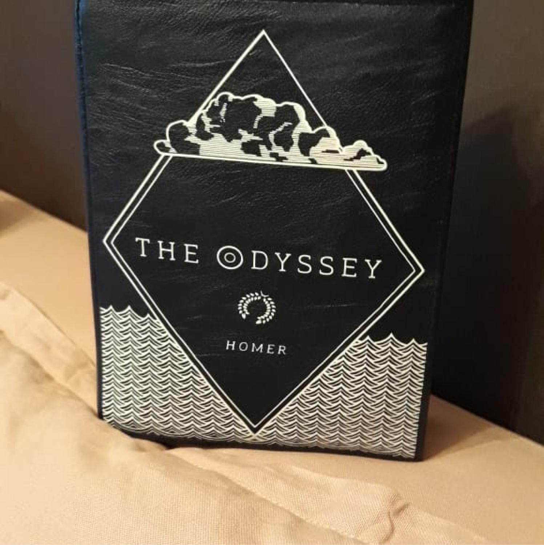 Фото №1 к отзыву покупателя Nadia Kritikou о товаре Одиссея Гомера сумка книга из кожи или экокожи