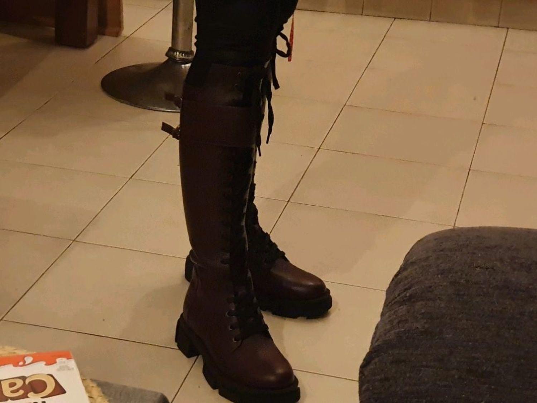 Фото №1 к отзыву покупателя Ksenia Glonty о товаре Кожаные ботинки Combat Maxi BT112 (черный)