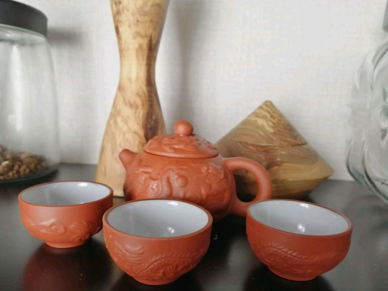 Фото №1 к отзыву покупателя Евгения Ложкина о товаре Винтаж: Китайский Чайник Шар с драконом глиняный 130 мл и 3 пиалы по 28мл