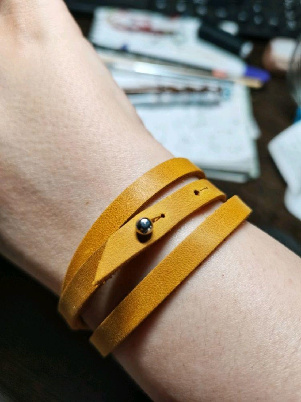 Фото №3 к отзыву покупателя Мастерская Кошамбры о товаре Кожаный браслет намотка в три оборота с регулировкой длинны