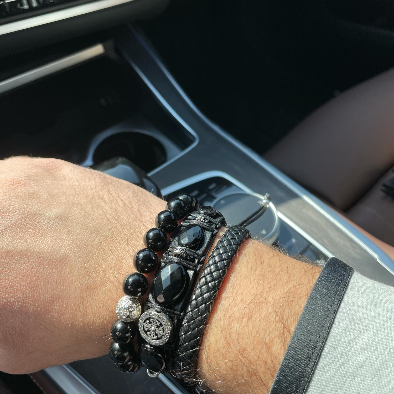 Photo №1 к отзыву покупателя Aleksandr о товаре Широкий Кожаный мужской браслет с Оникс и Ваджра