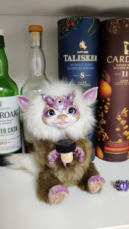 Фото №1 к отзыву покупателя Оболенский Эдуард о товаре Интерьерная игрушка-хранитель: кошачий тролль Виски
