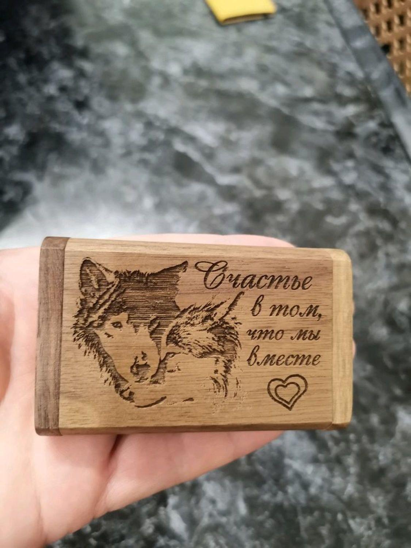Photo №1 к отзыву покупателя Aleksandra о товаре Деревянная флешка с гравировкой в коробочке, подарок из дерева, usb