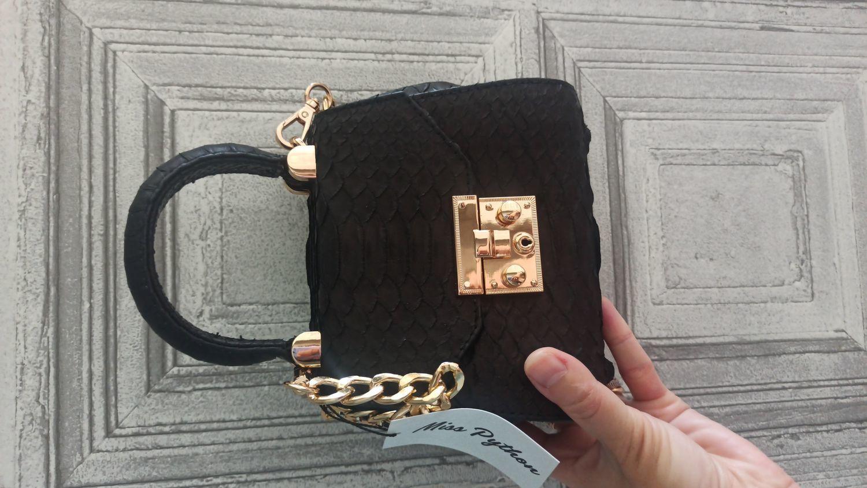 Фото №1 к отзыву покупателя Юлия Крюкова о товаре Черная сумка через плечо из кожи питона